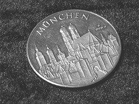 Silberschmuck und Münzen aus Silber sind nicht nur sehr beliebt, sondern auch eine gute Geldanlage